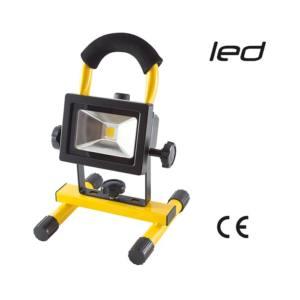 10 Watt, temperatura di colore: 4000 K, indice colore: Ra>70, angolo del fascio luminoso: 120°, 2 livelli di potenza: 600 / 300 lumen, batteria: litio 3,7 V - 6000 mAh, durata batteria: 3h / 6h, tempo di ricarica: 6h, grado di protezione: IP 44, corpo in alluminio anticorrosione, caricabatteria AC/DC e adattatore per auto